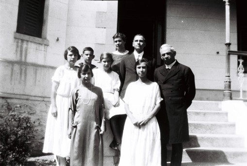 Murray McGregor (left back, in his General Botha uniform) with his family in fron of Bloomestein, the pastorie (parsonage) of the Three Anchor Bay Dutch Reformed Church