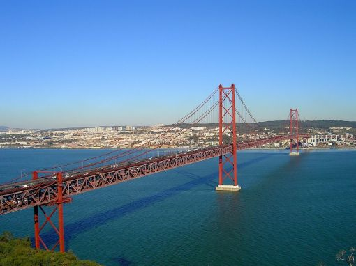 25 Abril Bridge (Formerly known as the Salazar Bridge). Phot by Vitor Oliveira 2005
