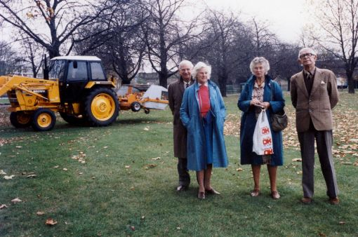 Murray, Marge, Helen and Mark with the leaf vacuum cleaner in Regents Park